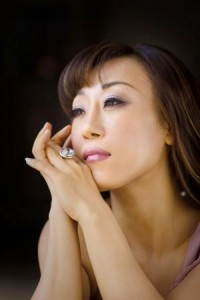 SUMI JO diva soprano coreenne sumi jo 300x450xSumi-Jo-3-300x450.jpg.pagespeed.ic.w0W_KWJxFs