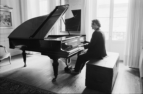 Au Musée d'Art moderne de Genève, le pianiste Ivan Ilic joue Satie et Feldman, mercredi 12 novembre 2014, 18h30...