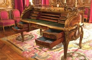 bureau-mobilier-versailles-louis-XIV-louis-XV-louis-XVI-documentaire-ARTE-presentation-classiquenews-juillet-2015