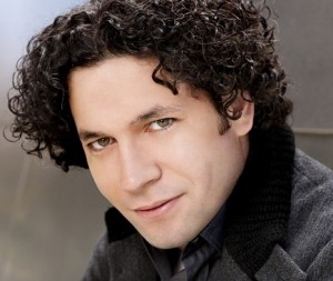 dudamel-gustavo-maestro-classiquenews-presentation-review-critique-account-of-
