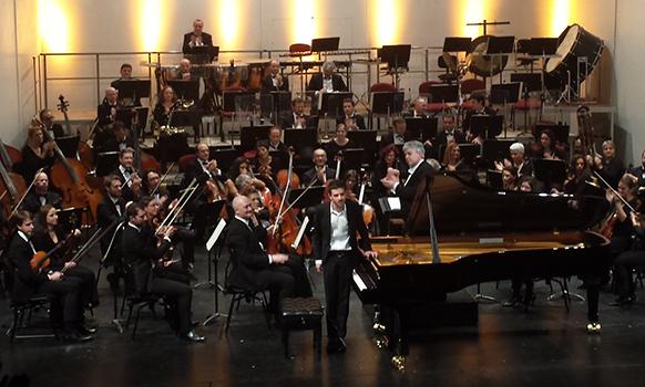tours-adam-laloum-jean-yves-ossonce-concert-Brahms-du-5-décembre-2015-review-critrique-concert-comte-rendu-classiquenews