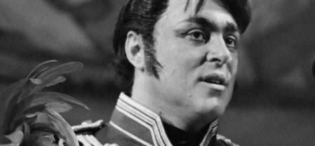 pavarotti jeune tenor luciano-pavarotti-2-1385995078-view-0