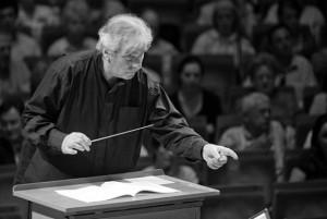 HOULIHAN-RObert-maestro-chef-d-orchestre-concert-tours-review-compte-rendu-classiquenews-CLIC-de-decembre-Robert-Houlihan1-1