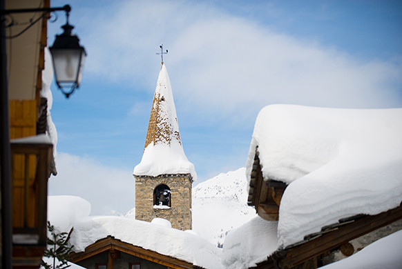 valdisere-classicaval-clocher-du-village-de-val-d-isere-2017-homepage-classiquenews