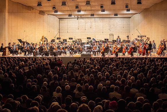 GSTAAD-festival-orchestra-sous-la-tente-grande-soiree-symphonique-a-gstaad-homepage-582
