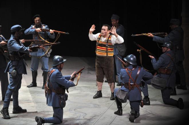 camarena Javier dans la fille du regiment de Donizetti critique review par classiquenews
