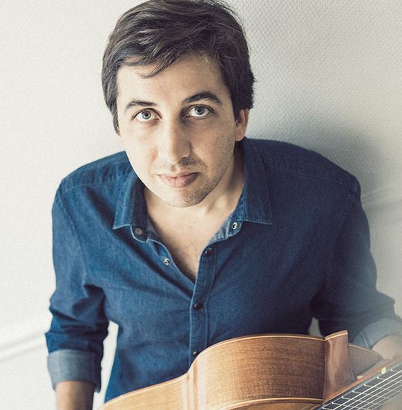 Pour PARATY, le guitariste Sébastien Llinarès sublime ERIK SATIE