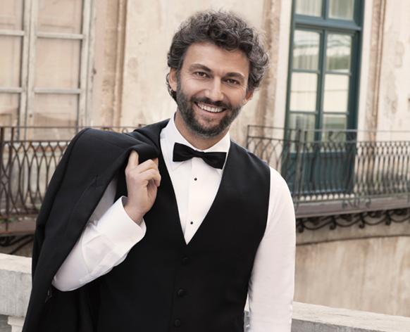 KAUFMANN-jonas-tenor-presentation-concerts-critique-comtpe-rendu-review-par-classiquenews-opera-festival-gstaad-festival-menuhin
