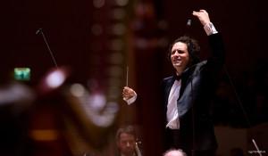 bloch-alexandre-maestro-orchestre-national-de-lille-582-presentation-classiquenews-saison-2017-2018