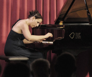 caucheteux-tamara-piano-grande-image-en-concert-par-classiquenews
