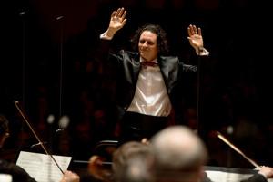 bloch-alexandre-maestro-beethoven-5eme-symphonie-concert-critique-lille-compte-rendu-critique-par-classiquenews