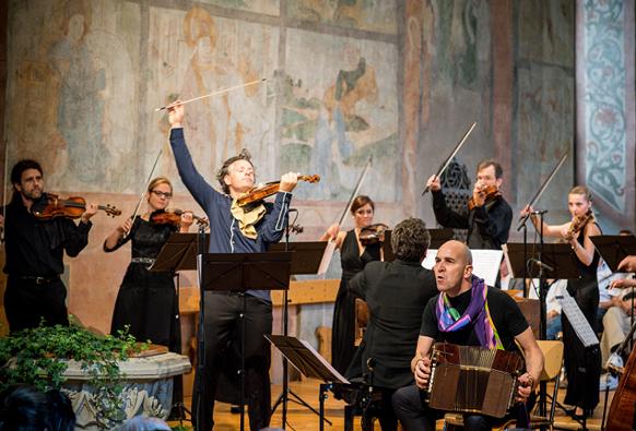 GABETTA-bandoneon-TANGO-SEASON-PIAZZOLLA-VIVALDI-concert-gstaad-festivla-menuhin-saanen-concert-review-la-critique-concert-par-classiquenews