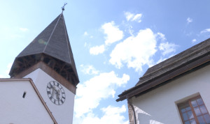 GSTAAD-SAANEN-eglise-church-yehudi-menuhin-heritage-festival-photo-copyright-classiquenews