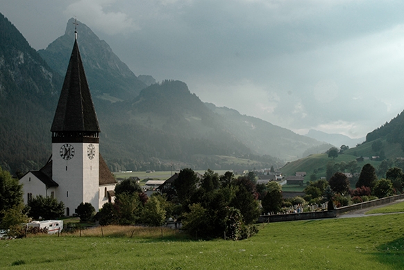 saanen-eglise-church-paysage-gstaad-menuhin-festival-2018-par-classiquenews