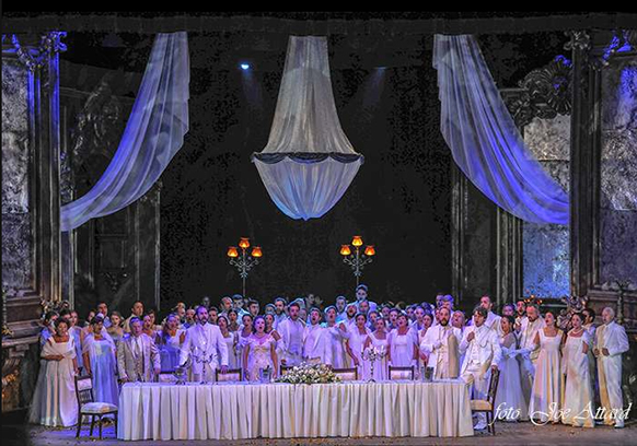 astra-opera-house-traviata-verdi-review-critique-opera-par-classiquenews-violetta-valery