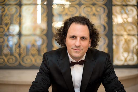BLOCH-alexandre-chef-maestro-portrait-classiquenews-cycle-mahler-2018-integral-MAHLER-symphonies-orchestre-national-de-Lille