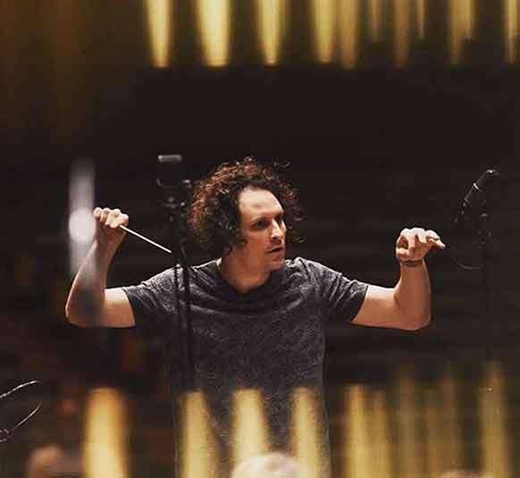 bloch-alexandre-maestro-orchestre-national-de-lille-portrait-entretien-sur-classiquenews
