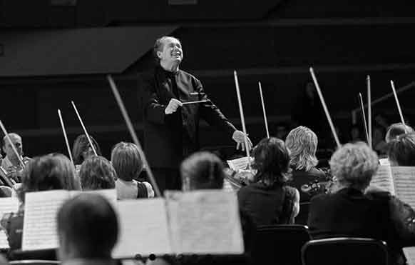 liss-dmitri-symphonie-4-tchaikovski-critique-cd-concert-classiquenews-maestro-au-top