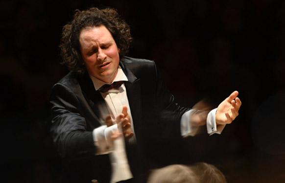 bloch-alexandre-mahler-symphonie-n°2-resurrection-chef-de-face-concert-critique-classiquenews-compte-rendu-concert-symphonique-critique