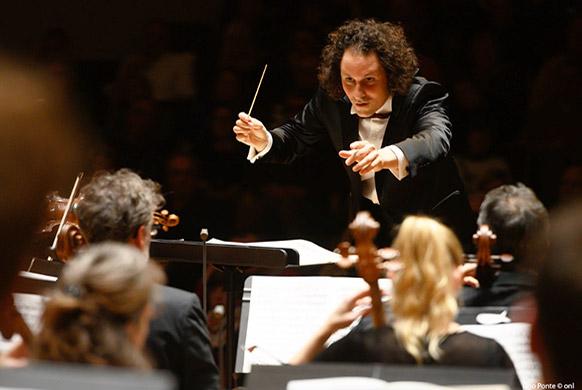 MAHLER-symphonie-3-Alexandre-BLOCH-lille-critique-concert-critique-opera-classiquenews-le-chef-face-aux-violoncelles
