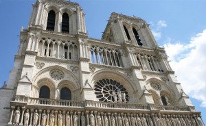 NOTRE-DAME-DE-PARIS-cathedrale-classiquenews-incendie-celebration-reconstruction-notre-dame-de-paris-insolite-900x500