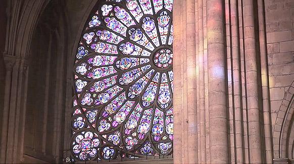 NOTRE-DAME-de-PARIS-celebration-souvenirs-reconstruction-classiquenews-video-incendie-la-rosace