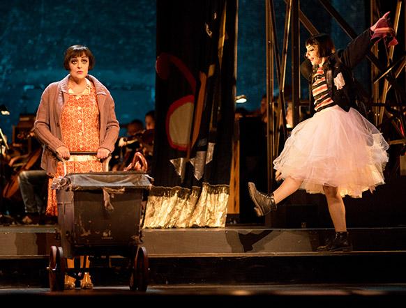 tours-opera-weill-é-soeurs-critique-opera-classiquenews-7-peches-capitaux.S.Daveau-1108