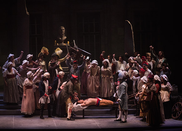 Andrea-chenier-opera-tours-gerard-blesse-critique-opera-classiquenews