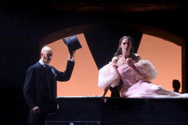 puritani bellini opera de liege vincent boussard critique opera classiquenews luca dellamico zuzana markova