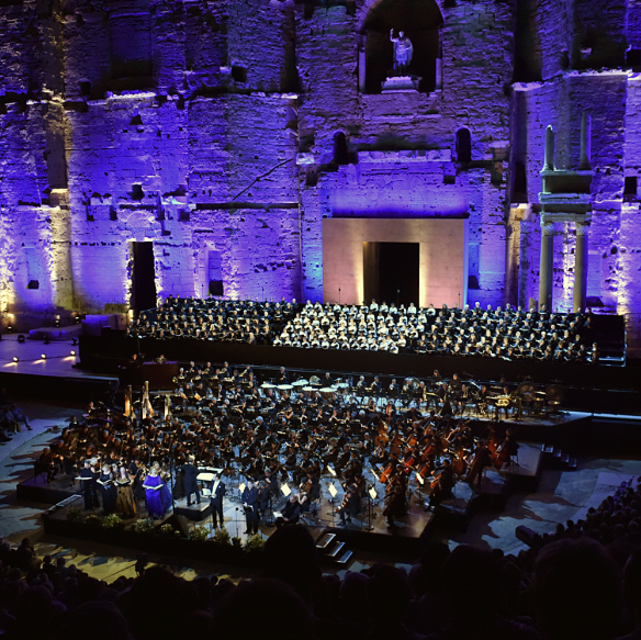 Mahler-symphonie-n8-des-mille-orange-choregies-juillet-2019-critique-concert-critique-opera-classiquenews