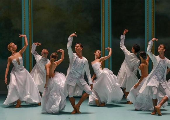 malandain-ballet-biarritz-critique-danse-classiquenews-2019-courtisans-en-blanc--marie-antoinette-olivier-houeix-diaporama_big-1