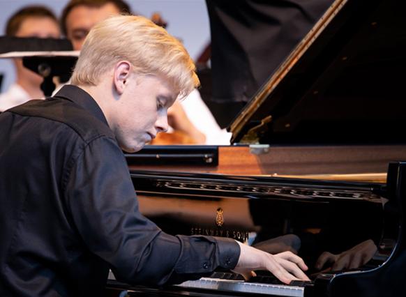 malofeev-piano-concert-critique-classiquenews-critique-concert-opera-classiquenews-roque-antheron-aout-2019-classiquenews-MALOFEEV-2