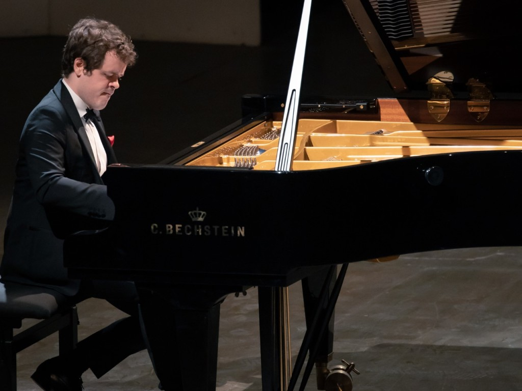 PIANO grosvenor benjamin critique concert piano classiquenews la roque anthéron août 2019 Grosvenor_© Christophe GREMIOT_13082019-9