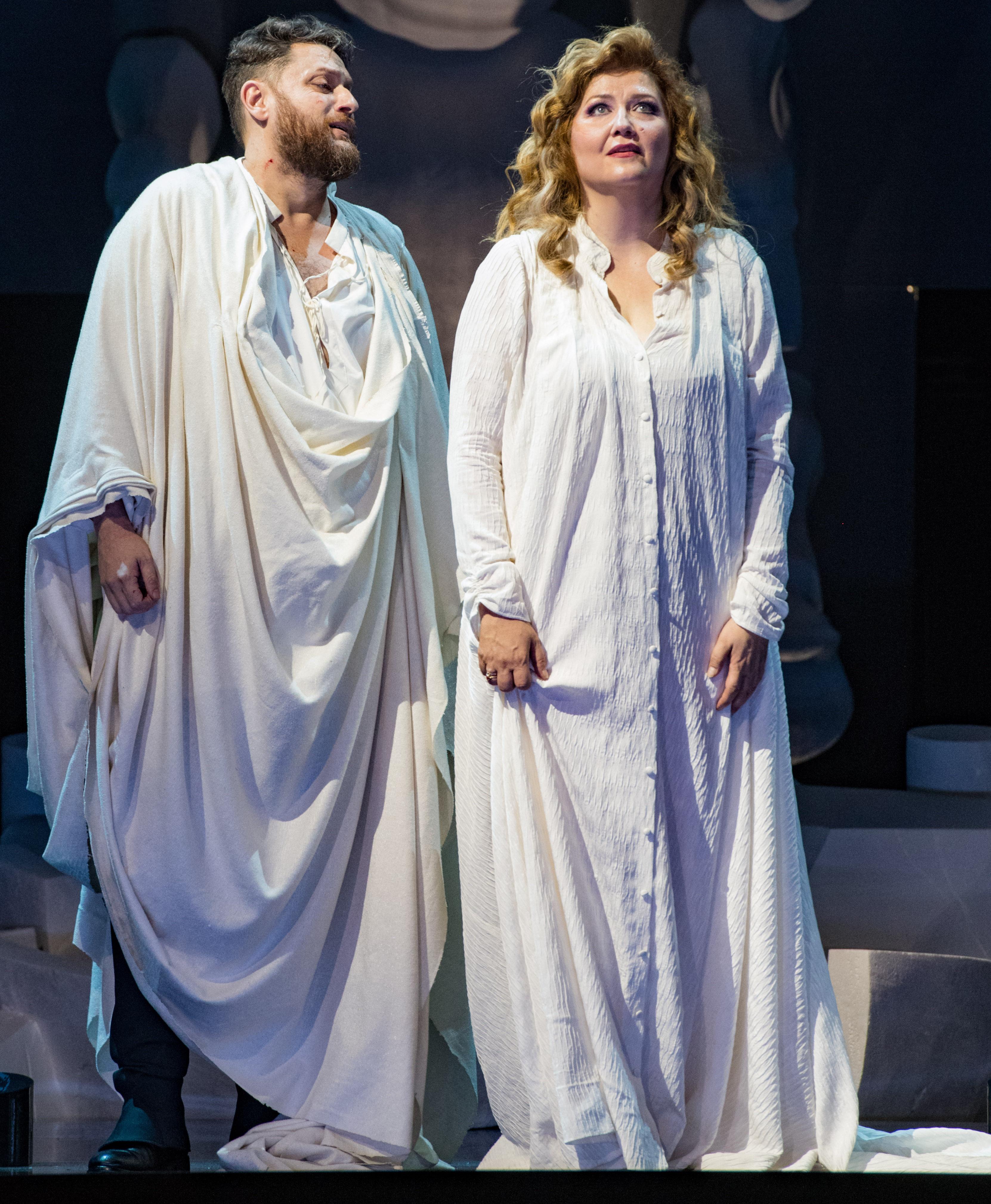 7 - Norma - Airam Hernandez (Pollione), Klara Kolonits (Norma) - crÇdit Cosimo Mirco Magliocca
