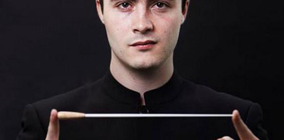 ben-gernon-maestro-chef-dorchestre-maestro-critique-review-concert-classiquenews-opera-critique-classiquenews
