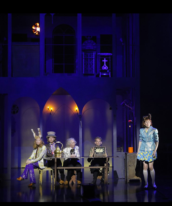 lewis-caroll-macha-makeieff-sepctacle-marseille-classiquenews-critique-opera