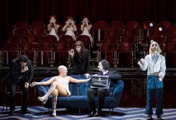 offenbach-contes-hoffmann-warlikowski-critique-opera-classiquenews-altinoglu