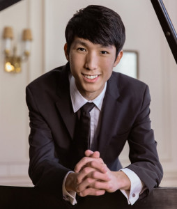 ERIC-LU-Piano-orch-national-de-lille-piano-concert-classiquenews-tournee-orch-national-de-lille-alexandre-Bloch