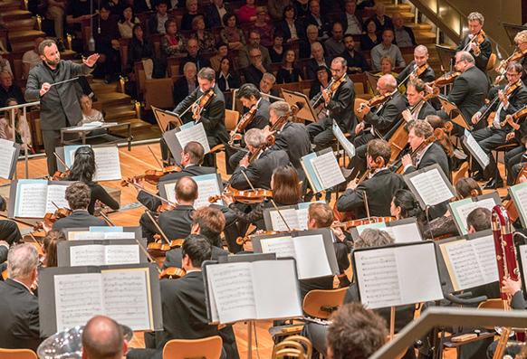petrenko-kiril-maestro-concert-nouvel-an-berliner-philharmoniker-compte-rendu-critique-classiquenews