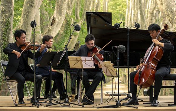 TRIO ARNOLD. S. MAZARI concert roque antheron 2021 aout 21 critique concert classiquenews