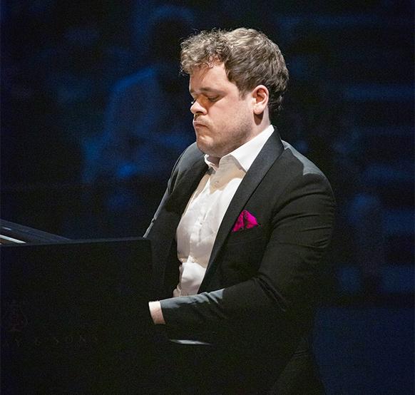 grosvenor-benjamin-piano-critique-concert-review-concert-piano-on-classiquenews-antheron-aout-2021