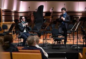 alex-nante-sinfonia-del-cuerpo-de-luz-orchestre-national-de-lille-creation-23-sept2021-critique-concert-classiquenews-bord-de-scene